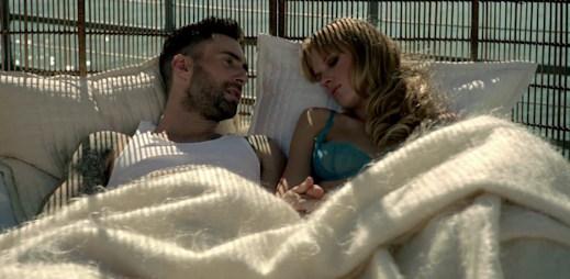 Maroon 5 mají nový videoklip Never Gonna Leave This Bed