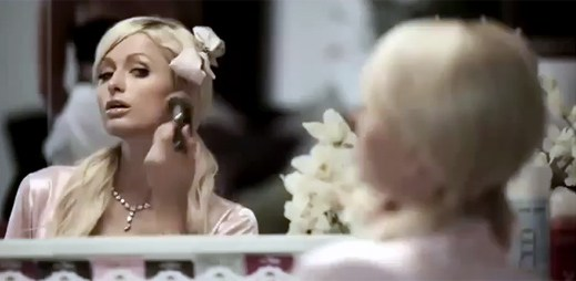 Paris Hilton v klipu SuperMartXé