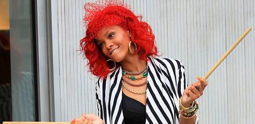 Rihanna s novým klipem What's My Name?