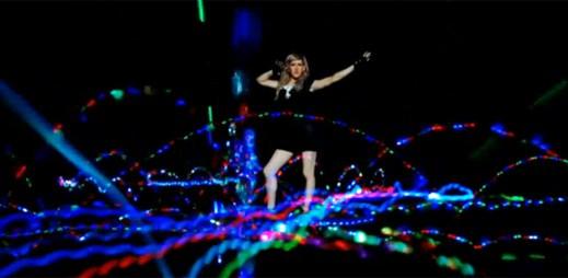 Ellie Goulding: nový klip plný světla