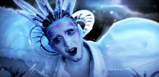 Vesmírná Katy Perry v novém klipu E.T.