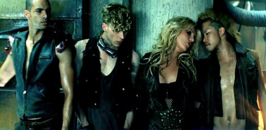 Britney Spers vydala klip Till The World Ends