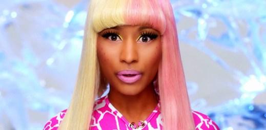 Růžová Nicki Minaj v Super Bass