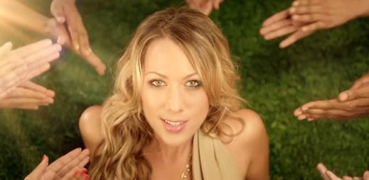 Letní klip Brighter Than The Sun od Colbie Caillat