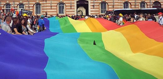 Střídají homosexuálové partnery víc než heterosexuálové?
