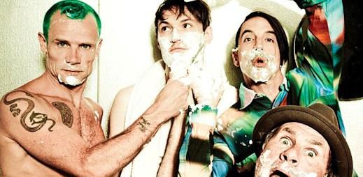 Red Hot Chili Peppers v očekávaném klipu řádí na střeše budovy