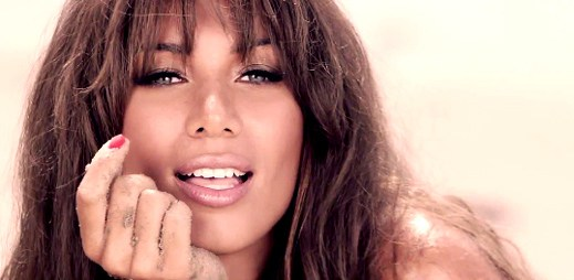 Leona Lewis s plovm klipem Collide