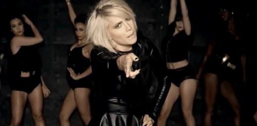 Pixie Lott se v novém klipu proměnila v dračici