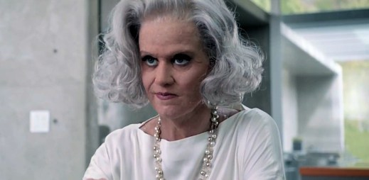 Katy Perry v novém klipu zestárla o desítky let, poznáte ji?