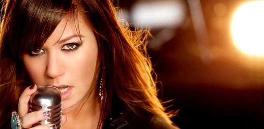 Kelly Clarkson: buď silný a zvládej překážky s What Doesn't Kill You