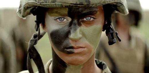 Katy Perry jako drsná vojanda? Ano, v ukázce ke klipu Part Of Me