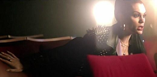 Hra se světly v novém videoklipu Laserlight od Jessie J