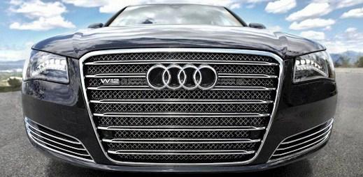 Luxusní krasavec Audi A8  s plnou výbavou a šampaňským