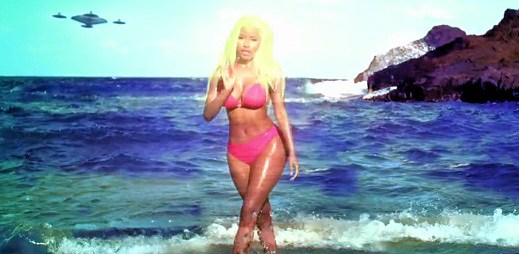"UFO a krásná příroda v novém klipu ""Starships"" Nicki Minaj"