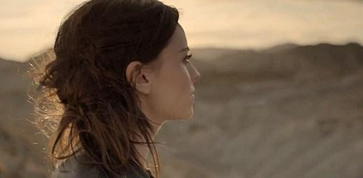 Amy Macdonald: Rozpálená prérie v klipu Slow It Down
