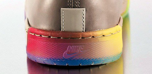 V čem vyrazit na Gay pride? Obujte si duhové boty od Nike