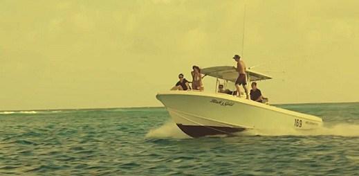 Užijte si léto a prázdniny s klipem Summer Paradise od Simple Plan