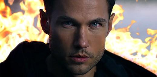 Jonas Myrin vyšel hořící z vody v klipu Day Of The Battle