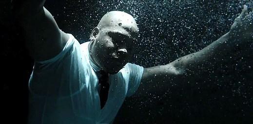 Flo Rida vypráví příběh o své cestě za slávou v klipu I Cry