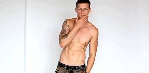 Mladý model Krištof Králík: Sexy tetování na sexy těle (video)
