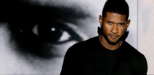 Usher uniká ze skleněné krychle v klipu Numb