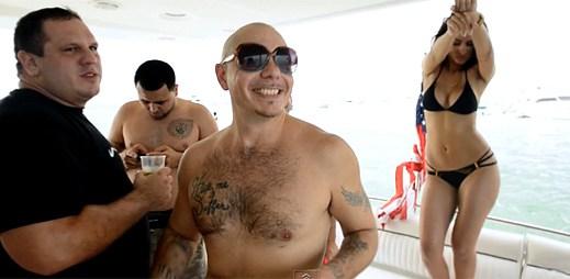 Pitbull si užívá nikdy nekončící party v novém videoklipu