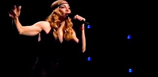 Připomeňte si Madonnu, jak vzdala hold Johnu Lennonovi