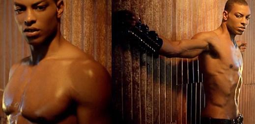 Kelly Rowland si hraje se sexy klukem v rozpáleném klipu ICE