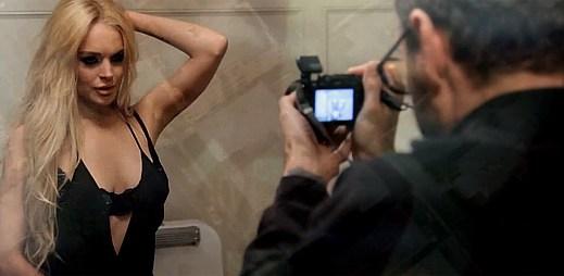 Skupina R.E.M. obsadila Lindsay Lohan ve svém klipu Blue