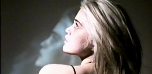 Nový klip Lost In My Bedroom od Sky Ferreira je pro otrlé povahy