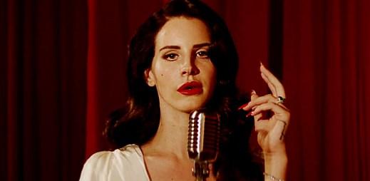 Lana Del Rey a Jaguar F-Type společně ve videu Burning Desire
