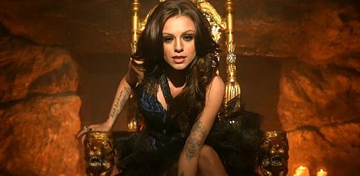 Cher Lloyd si v klipu With Ur Love vyčarovala dokonalého muže