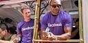Mark Zuckerberg a 700 zaměstnanců Facebooku vyrazili na Gay Pride