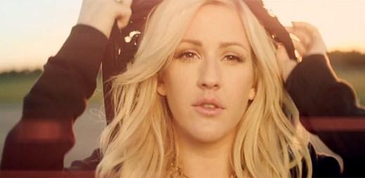 Ellie Goulding tančí mezi tisíci světel v klipu Burn