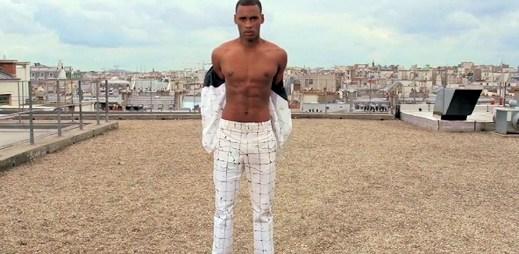 Jean Paul Gaultier představil novou pánskou kolekci na střeše budovy