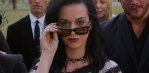 Katy Perry odhalila kousek nové hudby v upoutávce k singlu Roar