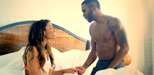 Jason Derulo pokládá životní otázku své přítelkyni v klipu Marry Me
