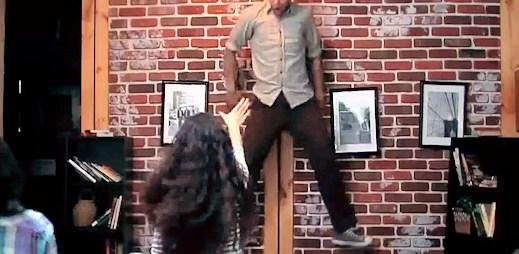 Virální video, ze kterého jde strach: Hororová Carrie zaútočila na kavárnu v New Yorku