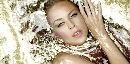 Zpěvačky Kylie Minogue a Laura Pausini oslnily novým klipem Limpido