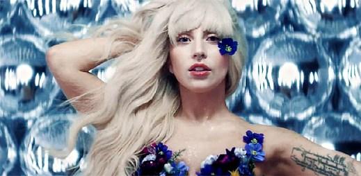 Lady Gaga v televizní reklamě láká na album ARTPOP