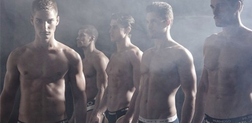 Sexy kluci se oblékli do spodního prádla Hurmoso - 2. část