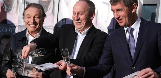 Andrej Babiš a Jan Kraus pokřtili Karlu Gottovi novou desku Láska je nádhera