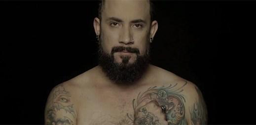 Backstreet Boys natočili intimní klip Show 'Em a ukázali svá těla