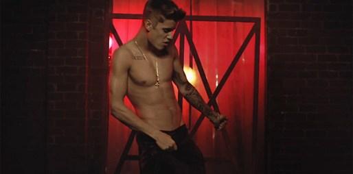 Justin Bieber v novém klipu All That Matters odhaluje svoje sexy tělo