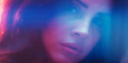 Půlhodinový film zpěvačky Lany Del Rey je tu! Objevila se vedle albínského modela Shauna Rosse