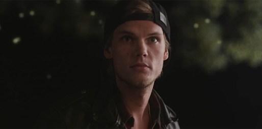 Avicii zachycuje bratrskou lásku v emocionálním klipu Hey Brother