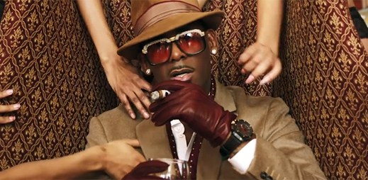 R. Kelly v klipu Cookie navádí, jak slízávat krém ze sušenek Oreo