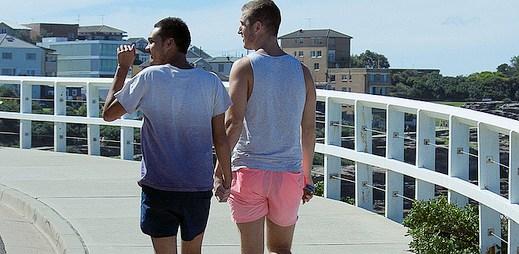 Jsou gayové exhibicionisté? Měníme partnery možná až neskutečně rychle