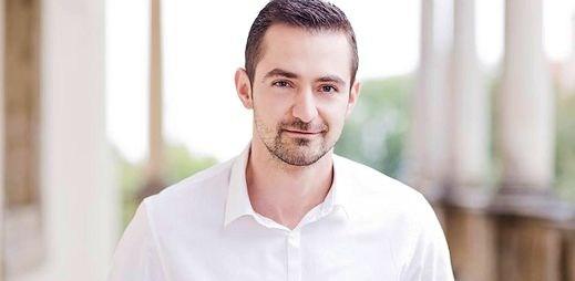 Sexy podnikatel Martin buduje komunitu. Pomáhá gayům v nouzi