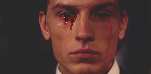 Say Lou Lou: Videoklip Better In The Dark odhaluje krvavě plačící muže
